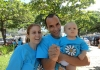 Sophia, com papai e mamãe: todos uniformizados!